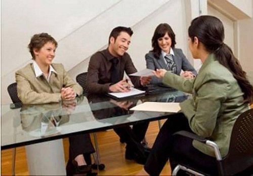 Cần giữ thái độ vui vẻ khi phỏng vấn